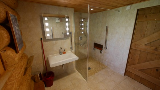 ludlow self-catering accommodation wetroom